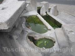 Come tradizione la fontana in parte senza acqua