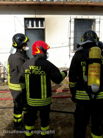 Incendio in una casa sulla Teverina - L'intervento dei vigili del fuoco