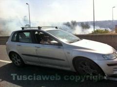 L'incendio tra strada Bagni e la Superstrada