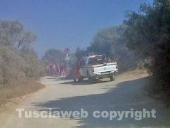 L\'incendio a Pescia Romana vicino alla spiaggia