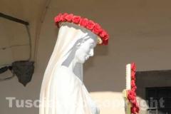 La statua sulla macchina che la porta a San Sisto