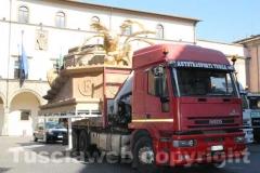 I camion con le parti di Fiore del cielo