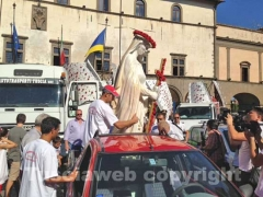 La statua di Santa Rosa a piazza del Comune