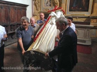 La statua di santa Rosa esce da palazzo dei Priori per raggiungere Fiore del Cielo