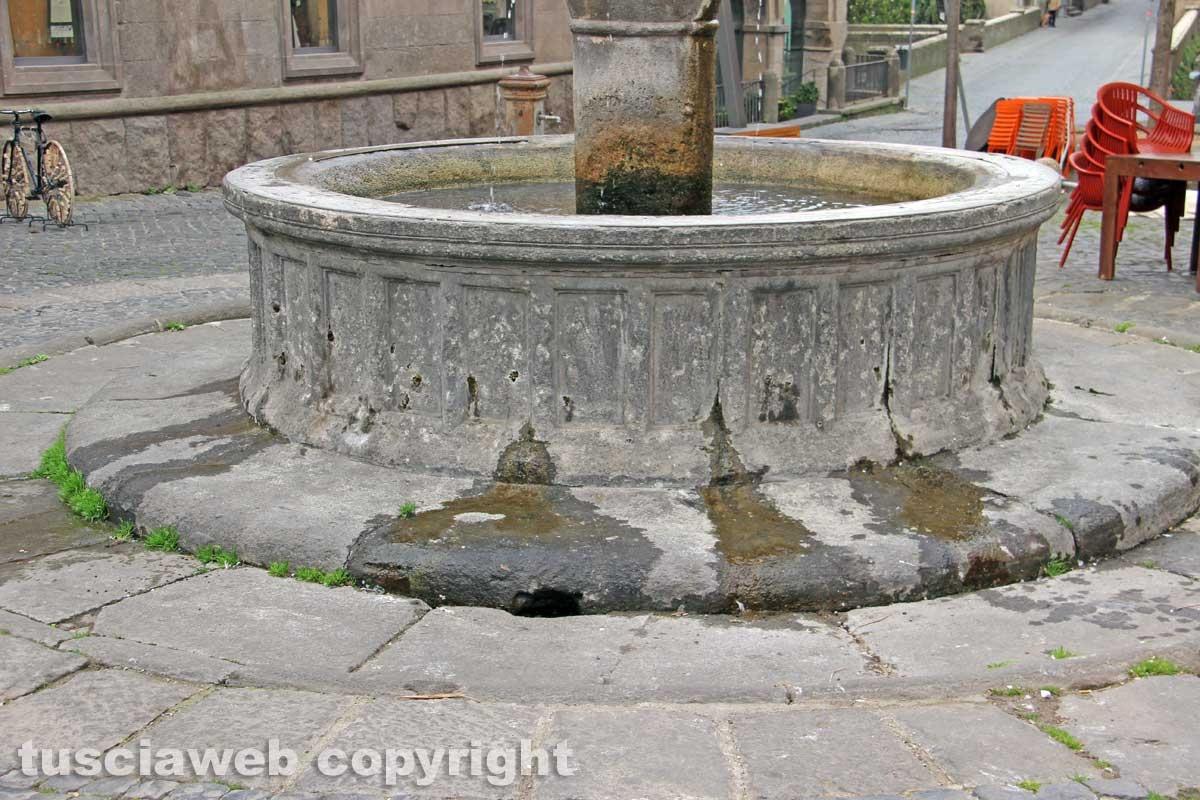 Viterbo - La fontana di piazza della Morte