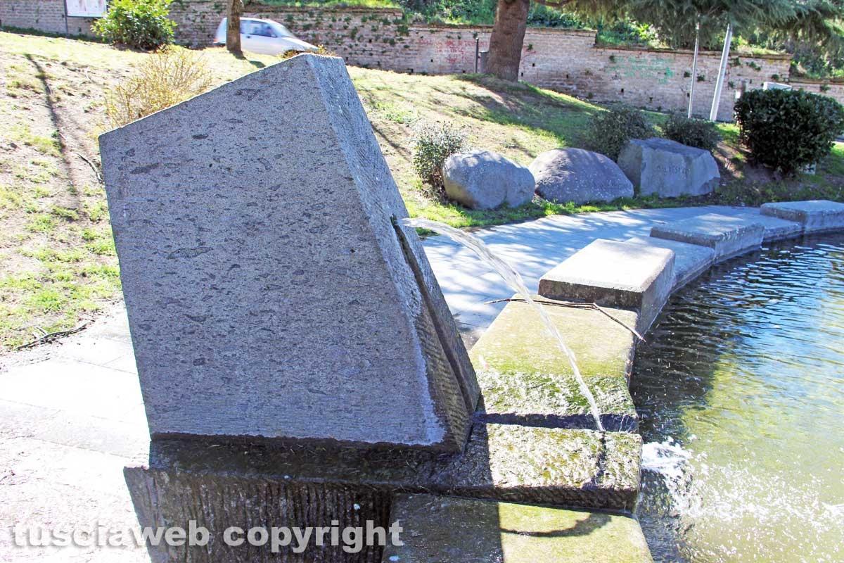 Viterbo - La fontana a sfera