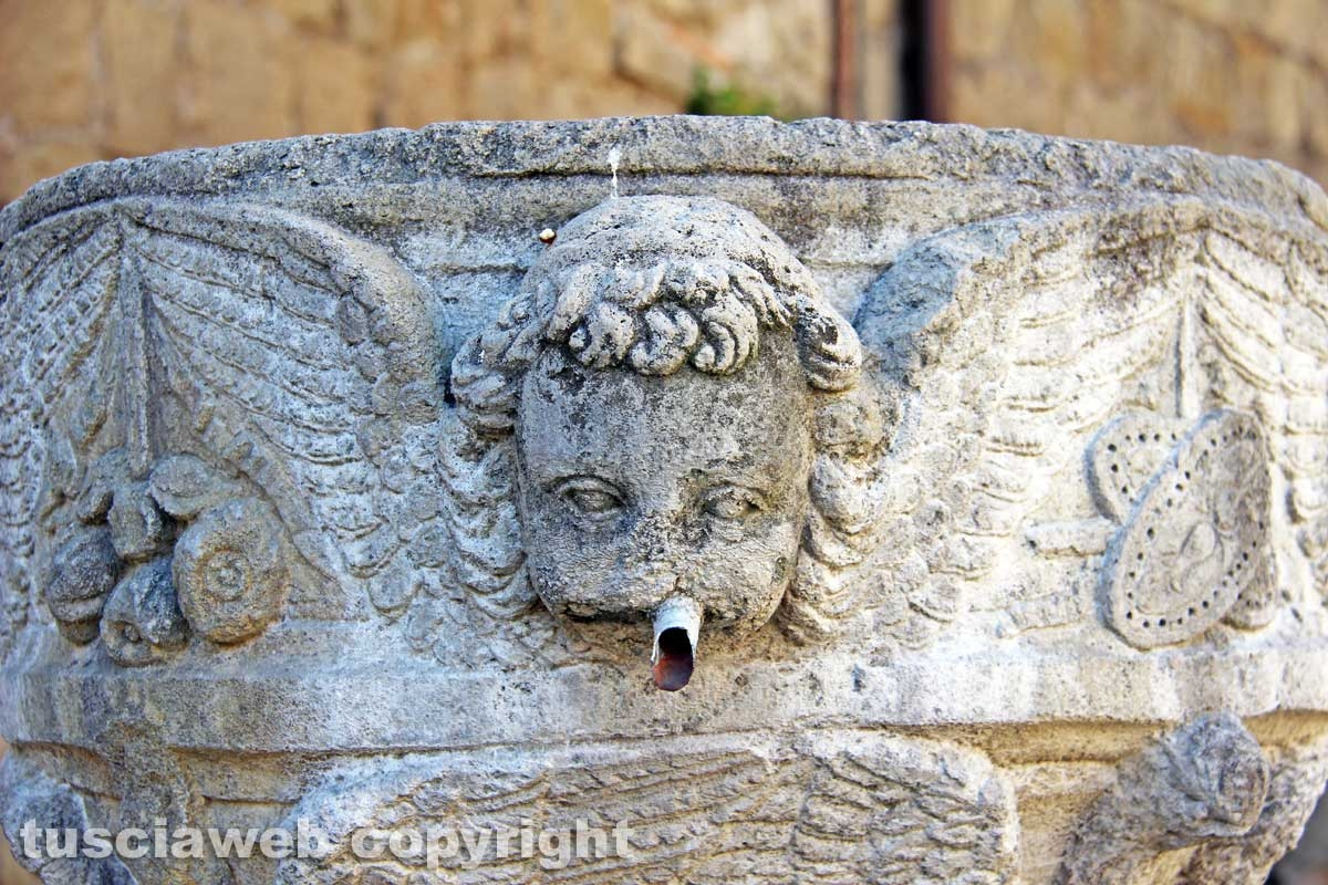 Viterbo - La fontana di piazza San Lorenzo