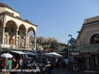 Piazza Monastiraki - Sullo sfondo l\'Acropoli - Massimo Ercoli