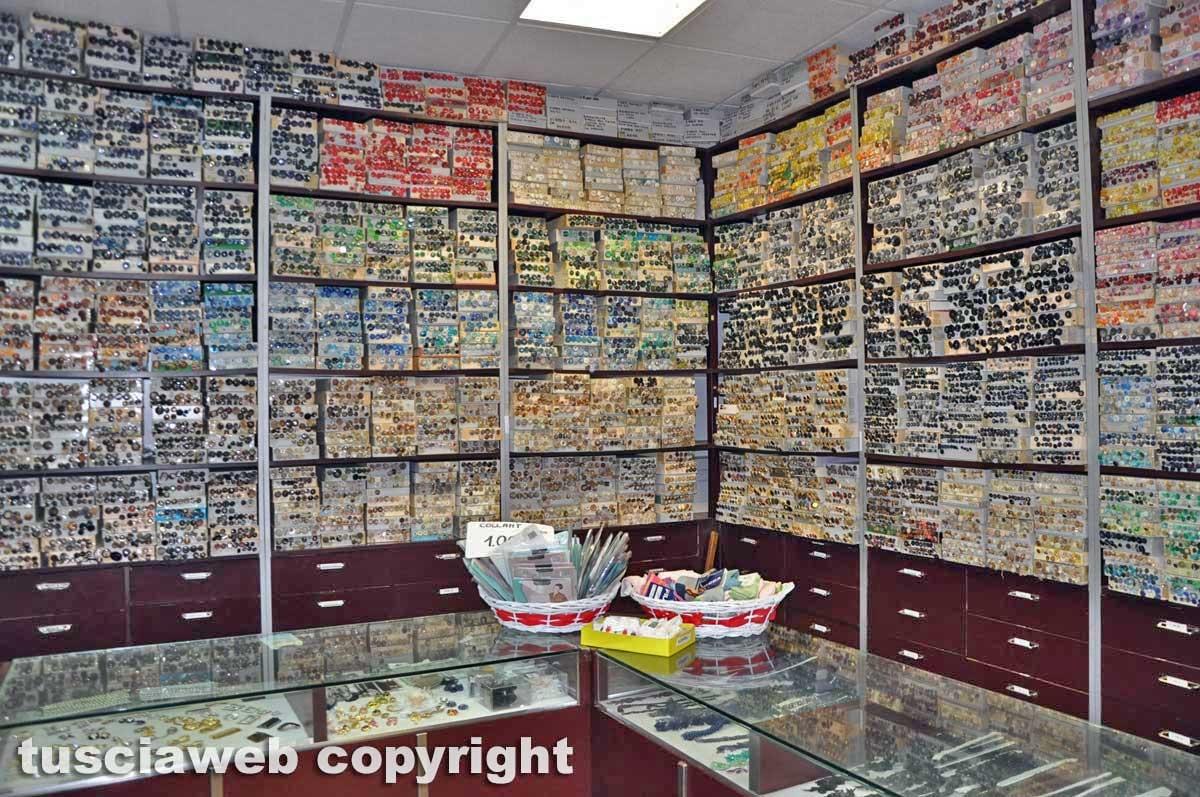 Il negozio di bottoni di Francesco Ceccarelli