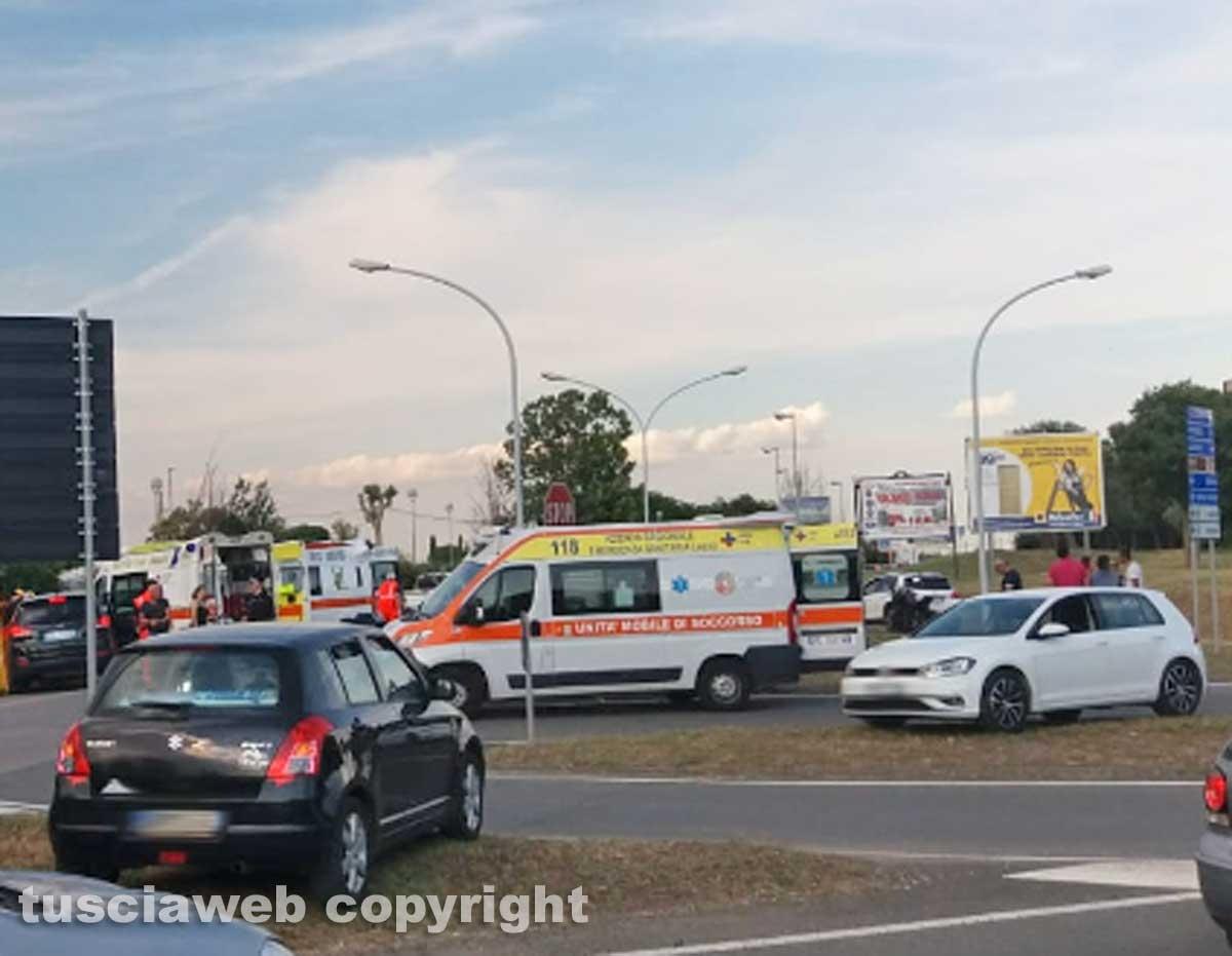 Montalto di Castro - Frontale tra auto sulla Castrense