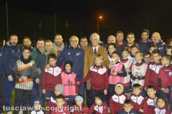Tarquinia - Gianni Rivera con i bambini e i tecnici dell'Asd Tarquinia Calcio