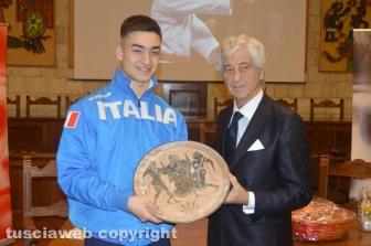 Tarquinia - Il karateca Mirko Barreca e Gianni Rivera