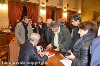Tarquinia - Rivera firma la copie dell'autobiografia