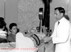 Pietro Chiodo al banco negli anni Sessanta