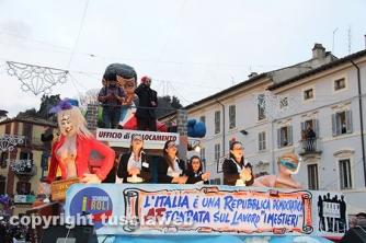 Il carro L\'Italia è una Repubblica democratica