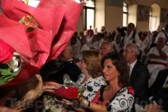 L\'omaggio floreale per le donne presenti al raduno
