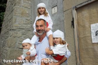 Raffaele Ascenzi coi figli facchini