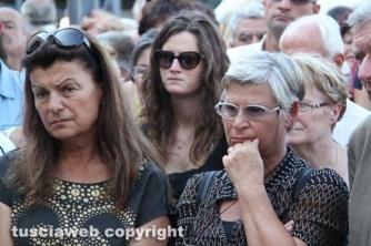 A destra la moglie di Mauro Innocenzi