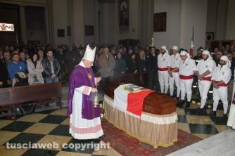 I funerali di Nello –  La celebrazione