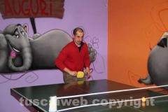 Il deputato Massimiliano Bernini gioca a ping pong