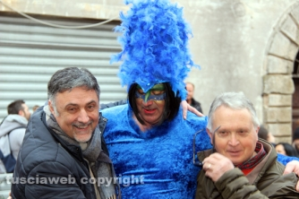 Carnevale di Ronciglione 2016 - Un pavone con il sindaco Giovagnoli