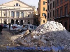 Emergenza neve, i lavori dentro le mura - Piazza del Teatro
