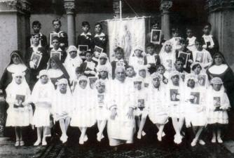 La prima comunione di monsignor Bernini