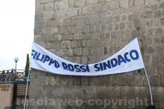 Filippo Rossi abbraccia le mura di Viterbo