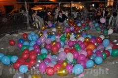 Palloncini nella voragine di piazza del Gesù