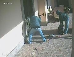 Tentato furto in villa - Il video degli scassinatori