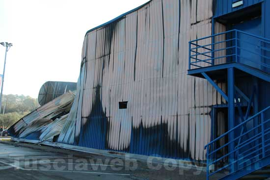 Il capannone distrutto