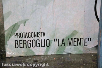 Viterbo - Il manifesto contro Papa Francesco e Domenico Lucano
