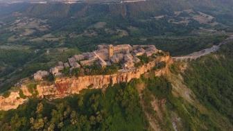 Civita di Bagnoregio vista dal drone