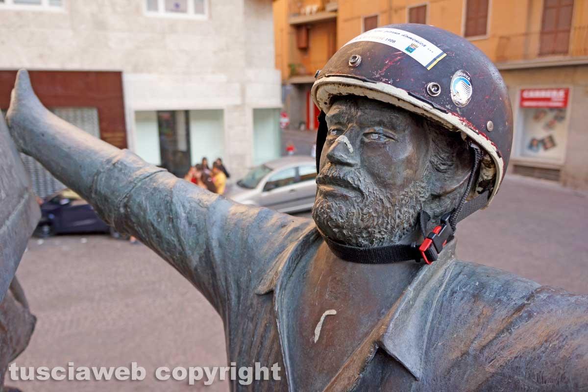 Viterbo - Il monumento dedicato ai facchini di Santa Rosa