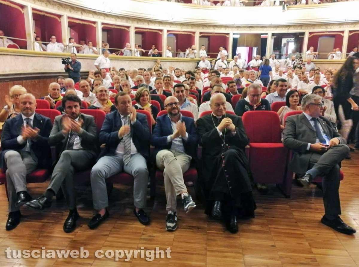 Viterbo - Il raduno dei facchini di Santa Rosa al teatro dell'Unione