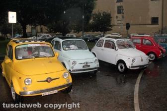 Il raduno delle Fiat 500 a piazza della Rocca