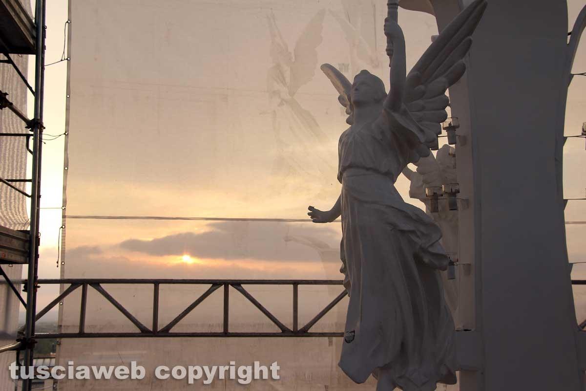 Viterbo - Il sole illumina la macchina di Santa Rosa