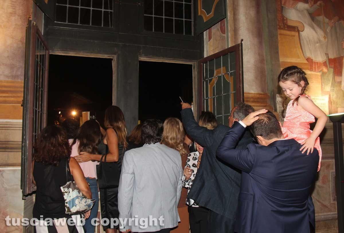 Palazzo dei Priori - Folla alle finestre per Santa Rosa