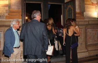 Santa Rosa - Gli ospiti alle finestre di Palazzo dei Priori