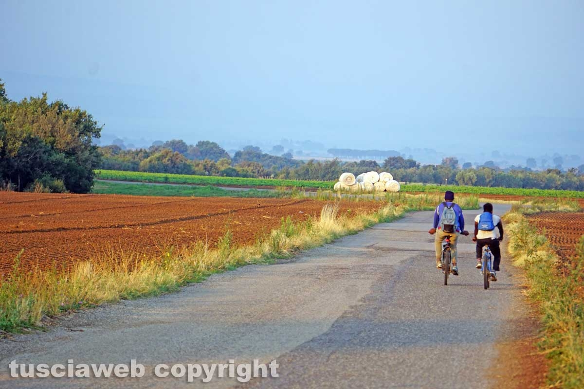 Il viaggio in bicicletta del bracciante straniero
