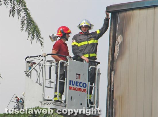 Viterbo - Incendio a Casale Bussi