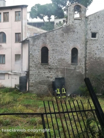 Viterbo - Incendio all'ex pub di valle Faul