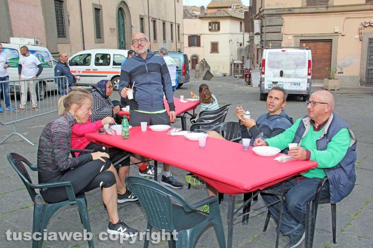 La colazione di Pasqua in piazza Fontana
