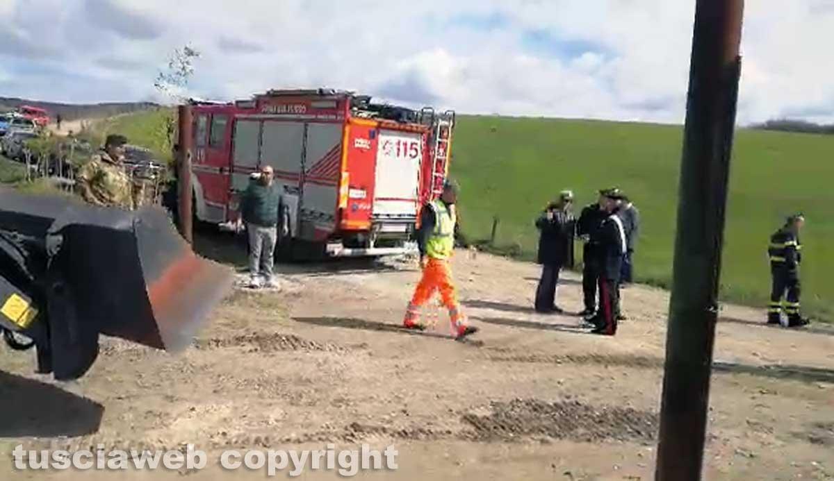 Farnese - Al via le operazioni di demolizione del capannone abusivo a Poggio del Cerro