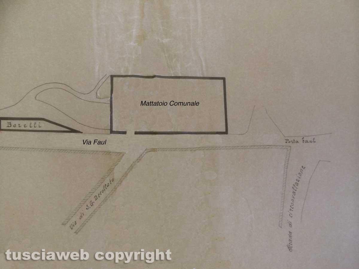 Viterbo - Francesco Barelli mostra la piantina della fabbrica di mattonelle di famiglia
