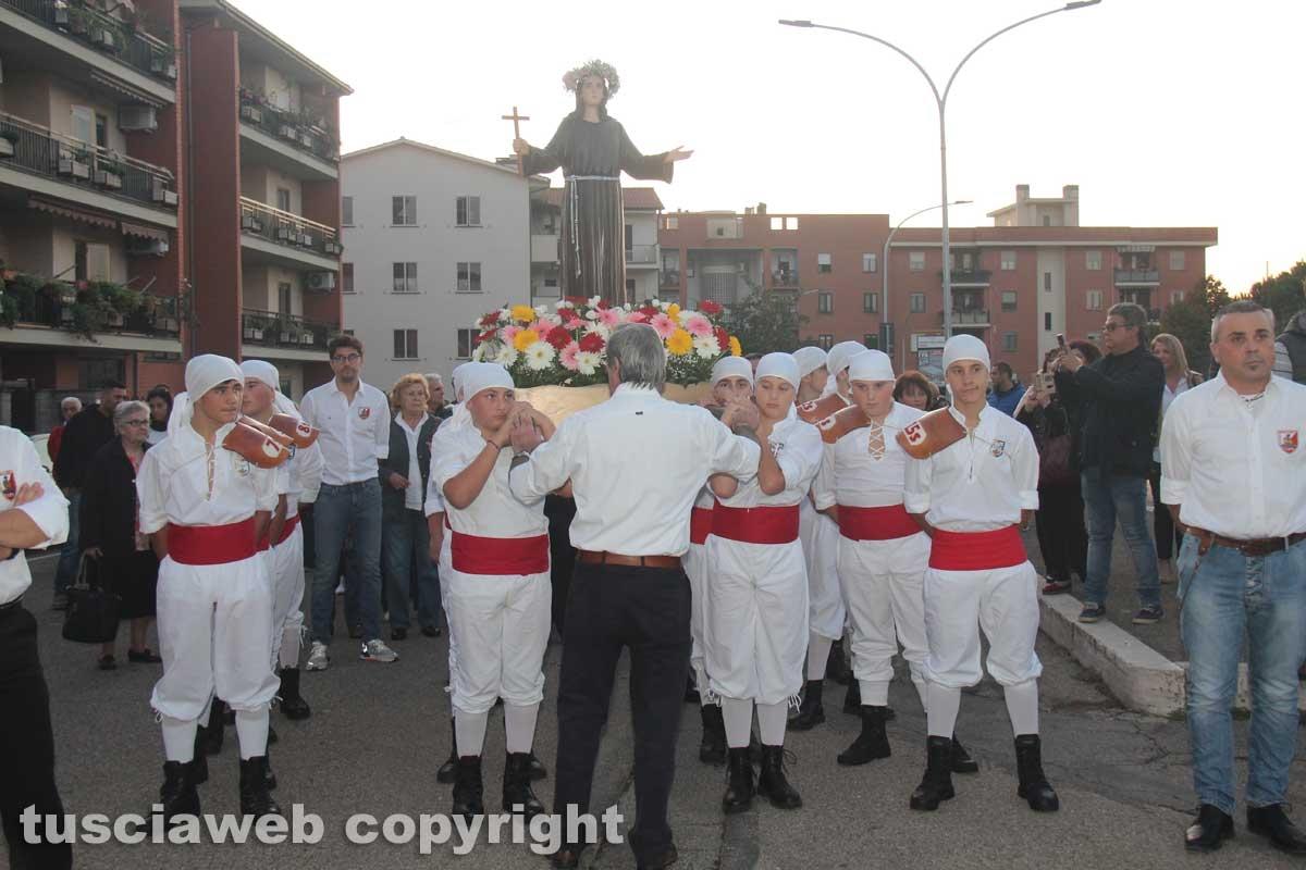 La nuova statua di Santa Rosa donata al quartiere Pilastro