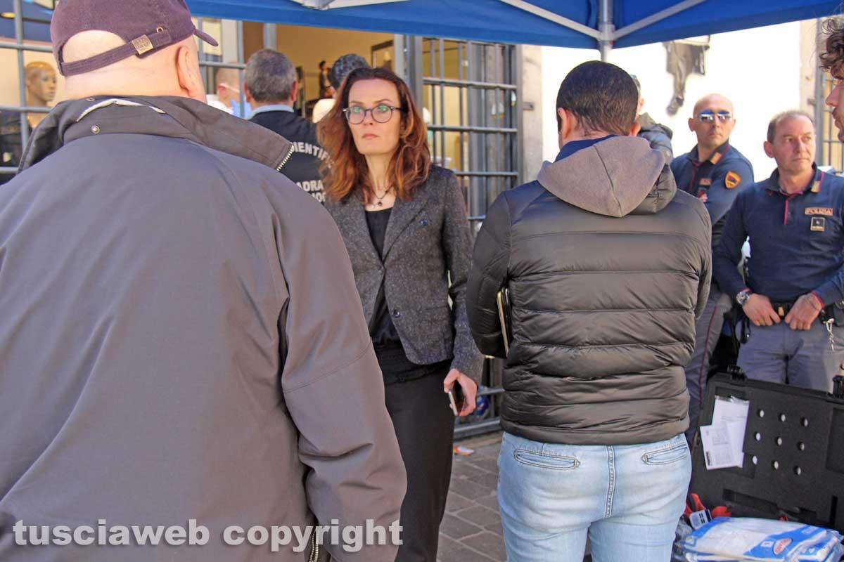 Viterbo - I rilievi della polizia scientifica al negozio Fedeli di via San Luca