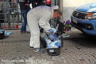 La polizia scientifica di nuovo in via San Luca