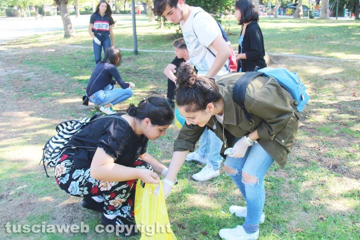 La Rete degli studenti medi pulisce Pratogiardino