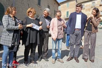 Bassano in Teverina - Il sindaco Alessandro Romoli assieme alla Banda del racconto